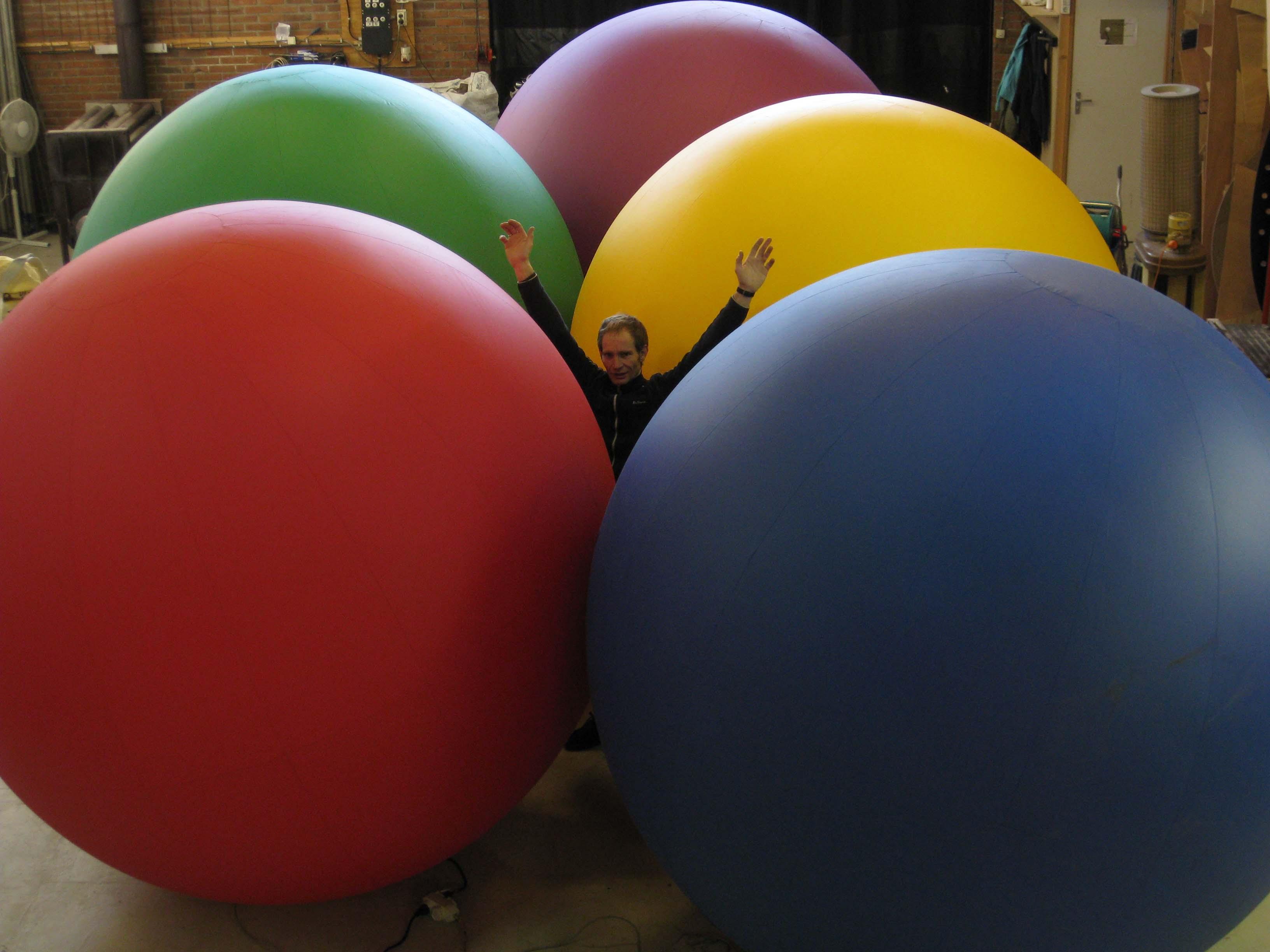 Rentals-Coloured_ball-02