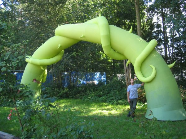 7.4m intertwined plant arch