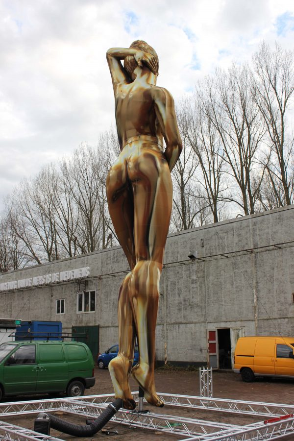 9m inflatable gold venus standing outside